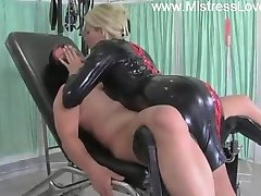 latex domina melken slaaf
