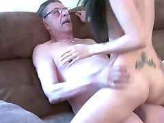 العجوز و الفتاة 2