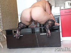 bbw with a big ass, pissing in the kitchen!