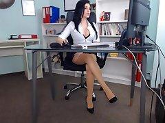 Ilus tüdruk tema büroo
