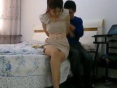 Kinesiska flicka bunden bundet och munkavle med stockings