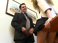 बॉस उसके सचिव