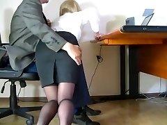 Varjatud kaameraga filmitud tagasihoidlik sekretär