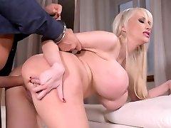Sandra Göğüsleri