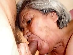 Karstā veco Grannies ar pārsteidzošu kailo ķermeni