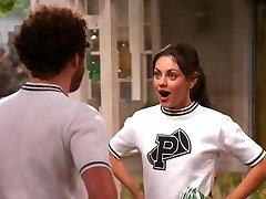 Mila Kunis, Že 70s Show Roztlieskavačky, zostavovanie