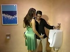 Fully Clothed Handjob in der toilette