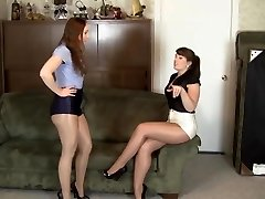lesbické lesklé punčocháče otroctví