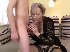 το σεξ με milf σε όμορφα εσώρουχα