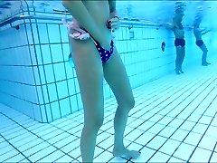 skiny volwassen masturbeert onderwater mij ook !