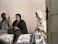 Pakistanin Lahoressa Täti vittuilla tyttö
