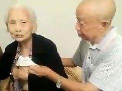Azijos Vyresnio Amžiaus Pora