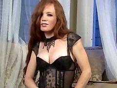 Seksualus Redhead, kojinės & aukšti kulniukai