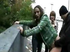 emo girls prekleto na ulici