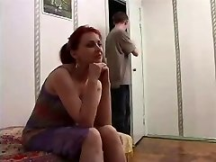 Russiske moden mor og en venn av hennes sønn! Amatører!