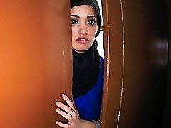21 Metų Pabėgėlio Mano Viešbučio Kambario Sekso - ArabsExposed