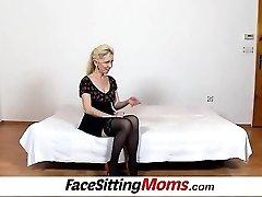 Pėdkelnės kojos ponia Maya cfnm ir plaukuotas twat facesitting
