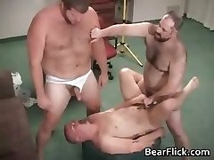 Gay hairy bear sperme et baise hardcore part5