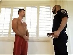 警察停止淋浴