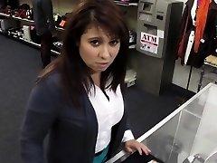 Amatieru skolnieces voyeur nolādēts publiskā vietā