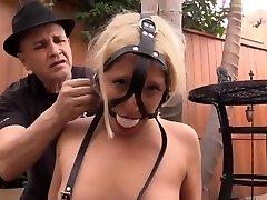 Пристегнувшись blondynka w niewoli