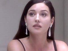 Monica Bellucci Pliks - Saskaņā Ar Aizdomas