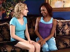 Lesbietes Melnā un Baltā 7