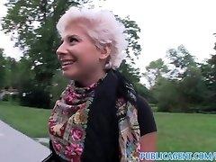 PublicAgent Blondīne lesbiešu mācās, kā sūkāt uz pimpi