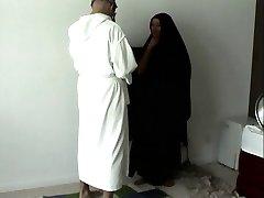 Araabia mees indulges