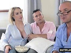 big tits naine sügavale kurku ja seemnepurse