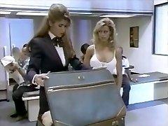 2 महिलाओं और एक हवाई अड्डे