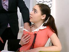 Žavinga kolegijos mergina jaukų savo mokytoja papildomų klasė