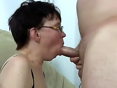 Ugly mature woman get porked and squirting