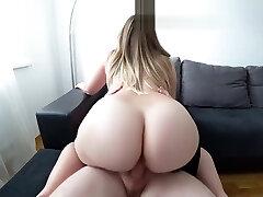jauna mergina su big ass fucks po dušu