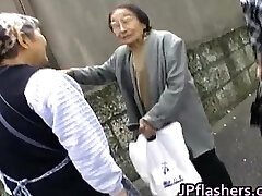 Amazing Asian girl shows off her cute part4