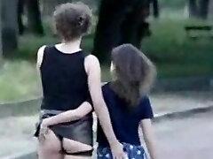 Mama ir dukra masturbuotis prieš nepažįstamų žmonių (Prancūzija)