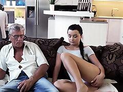 daddy4k. vaikinas užima kompiuterius, taigi kodėl gf