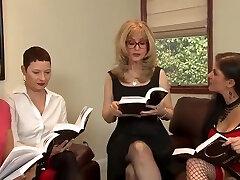 Labai Lesbiečių Orgija Horny Bręsta