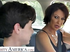 Horny America Vanessa Videl teaches Juan how to take care of a woman