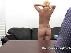 Casting Couch Painal voor Amateur Desiree