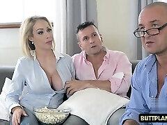 grandi tette pornostar titty cazzo e sperma in bocca