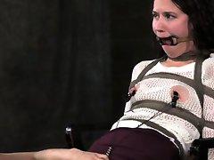 Vezani Bonnie dan muči nipples