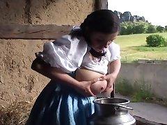पारंपरिक जर्मन दूध नौकरानी