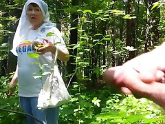 jó nagymama az erdőben
