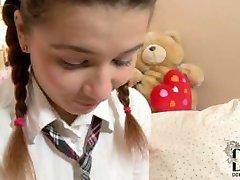 Paauglių Lara analinis 09