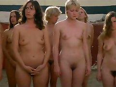 Gefangene Frauen (1980) - Scena 15 bausmė