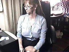 Krásná babička s brýlemi 6
