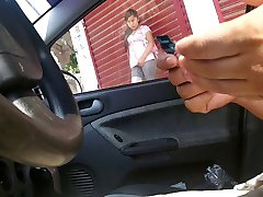 Masturbandome en el carro7