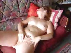 Angie(40) masturbuojantis ir cumming 3 kartus