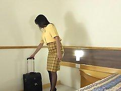 Flugbegleiter masturbiert in Ihrem Hotelzimmer